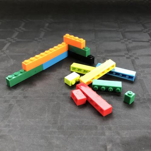 Briques de construction type «Lego» pour cadres a moules rtv